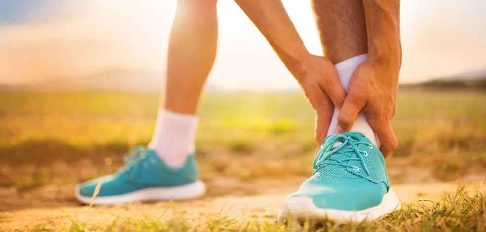 Treating a Rolled Ankle or Sprain   Elastoplast